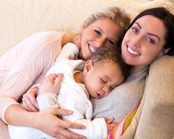 Situación legal en reproducción asistida de parejas lesbianas